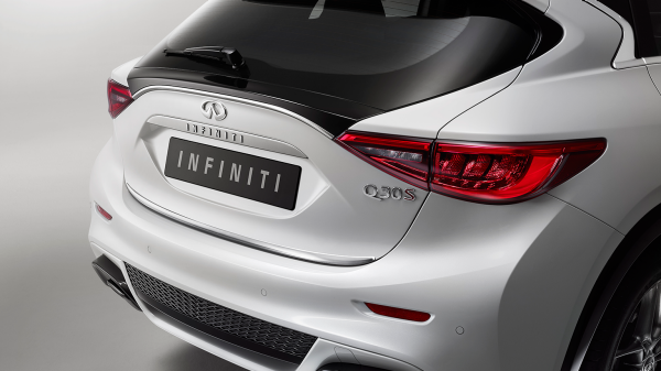 INFINITI Q30 Premium Active Crossover Accessories Chrome Trunk Finisher