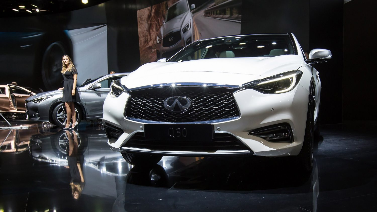 Infiniti Q30 - Exterior Design - Full Profile