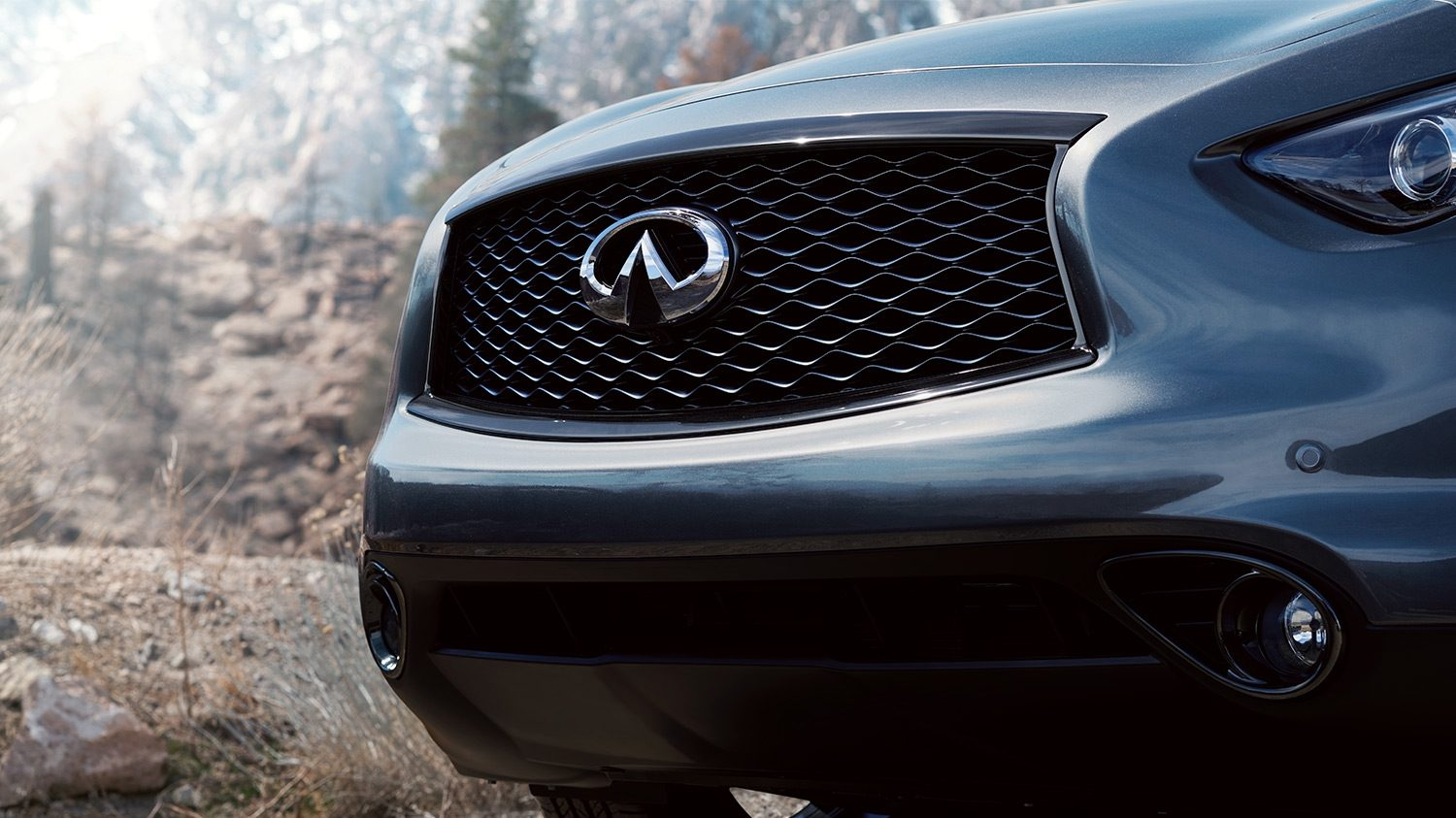 INFINITI QX70 Crossover SUV Exterior Front End Double Arch Grille