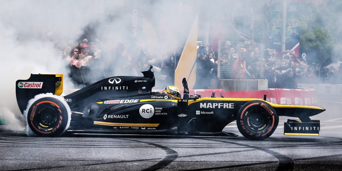 INFINITI and Renault Sport Formula 1 Turning Circle