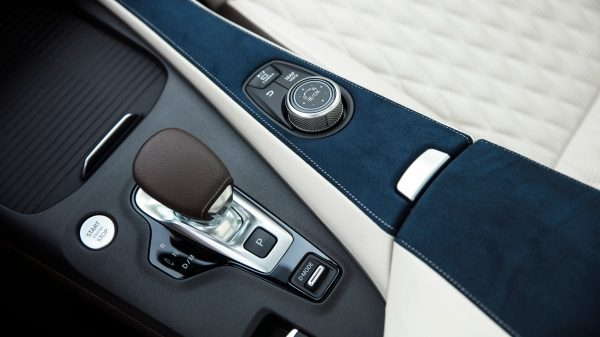 2019 INFINITI QX50 Luxury Crossover Center Console