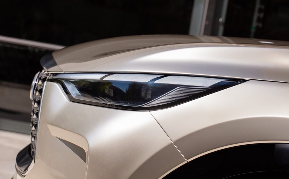 Luxurious headlight of the INFINITI QX60 Monograph