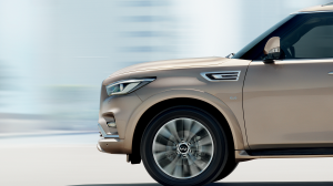2018 INFINITI QX80 Luxury SUV Front Side Profile