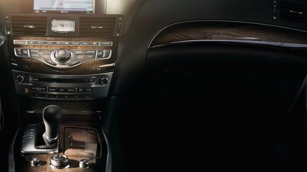 車頭內飾(從后排座椅拍攝)