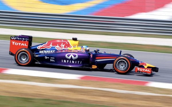Pushing Technology Further INFINITI F1 Begins | INFINITI